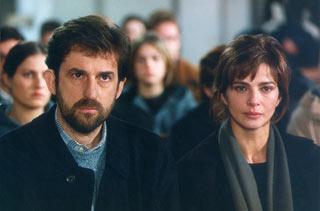 Laura Morante accanto a Nanni Moretti in una scena del film la stanza del figlio