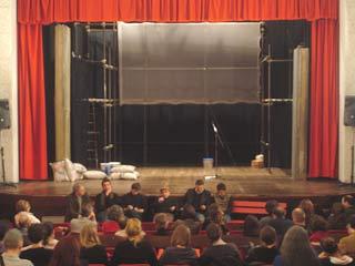 L'incontro con regista e attori prima dello spettacolo teatrale Gomorra