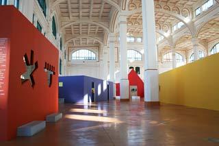 Lo spazio espositivo della mostra dedicata a Trieste a Ettore Sottsass