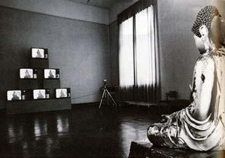 Una delle opere di Nam June Paik