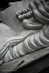 Scenografia della Norma di Pier Paolo Bisleri in costruzione