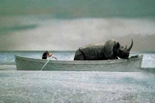 Un fotogramma del film E la nave va di Fellini