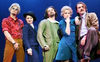 Una foto di scena con tutti gli attori diretti da Aleksandar Popovski