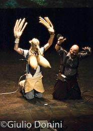 Marcel lì Antunez durante la rappresentazione del suo spettacolo Protomembrana