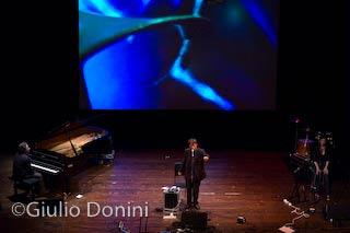 Canio Loguercio sul palco di Absolute Poetry