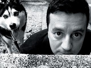 Foto di D'Amicis con un cane