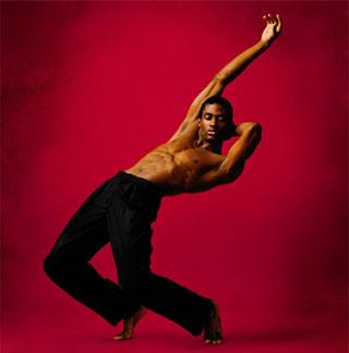 Foto di un ballerino dell'Alvin Ailay American Dance Theatre