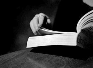 Foto di un libro sfogliato
