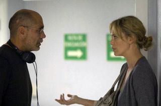 Guillermo Arriaga assieme a Charlize Teron