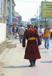 Nomade in abiti tradizionali