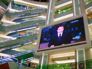 Cronache Transiberiane — maxischermo in un centro commerciale a Pechino