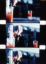 Jonas Mekas-Andy Warhol, qui a loué à Lee et ses enfants une de ses maisons d'été, savoure un verre à Montauk Harbour, 1972