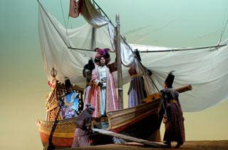 Immagini di scena de Il Turco in Italia, opera allestita nel 2009 al Carlo Felice di Genova