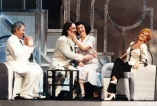 Ugo Maria Morosi, Francesco Grollo, Erla Kollaku e Daniela Mazzucato in una scena de Ballo al Savoy