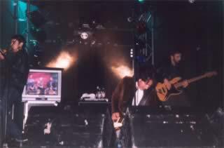 Afterhours live a San Donà di Piave (Ve), 7 ottobre 2002: Dario Ciffo (violino), Manuel Agnelli (voce,chitarra), Andrea Viti (basso)