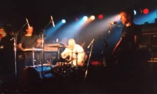 One Dimensional Man live al Velvet: da sinistra Giulio Favero (chitarra), Dario Perissutti (batteria), Pierpaolo Capovilla (basso, voce)