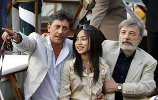 Gianni Amelio con Sergio Castellitto e Liu Hua — Ling Tai