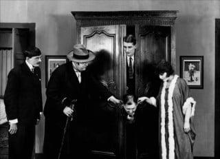 Scena tratta dal film L'affaire de la rue de Lourcine.