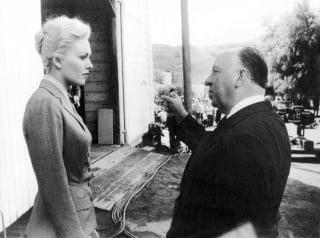 Kim Novak e Alfred Hitchcock sul set di La donna che visse due volte