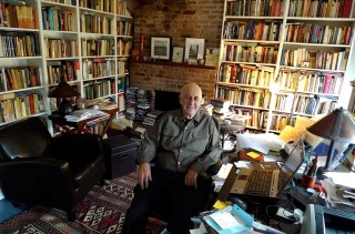 Phillip Lopate nella sua casa a New York | Photo: Liz Arnold