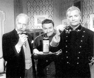 """Il """"dura minga"""" della China Martini, uno dei classici di Carosello, tratto dalle scenette radiofoniche con Vittorio De Sica e Umberto Melnati, sostituiti in tv da Ernesto Calindri (che si è poi dedicato al Cynar), e Franco Volpi."""