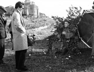 """Pasolini sul set di """"Uccellacci e uccellini"""", foto di Divo Cavicchioli"""