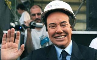 Sabina Guzzanti nei panni di Berlusconi