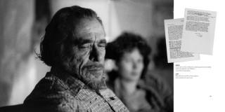 Bukowski con i suoi libri