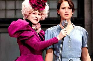 Jennifer Lawrence e Elizabeth Banks in Hunger games