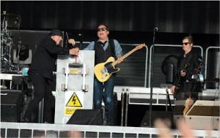 Bruce Springsteen e Little Steven aprono il concerto di Dublino con un generatore