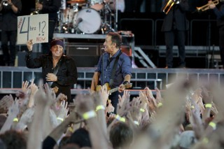 Bruce Springsteen e la E-Street Band stabiliscono il record delle quattro ore di concerto. Helsinki, 31 luglio 2012