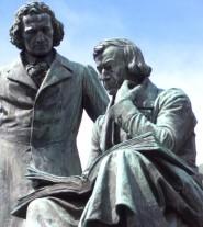 Fratelli Grimm (statua)