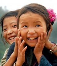 Bambine vietnamite sorridenti