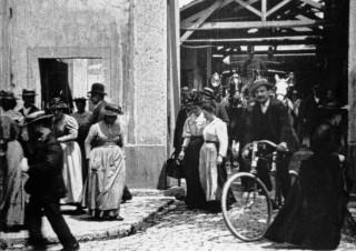 """""""La Sortie de l'usine Lumière à Lyon"""", 1895"""
