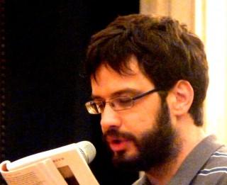 Mauro Daltin durante un reading
