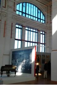 Allestimento della mostra La Grande Trieste