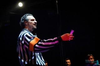 Daniele Ferrari arbitro di un'improvvisazione teatrale